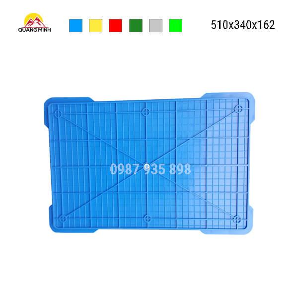 thung-nhua-dac-b4-song-bit-mau-xanh-lam-510x340x162