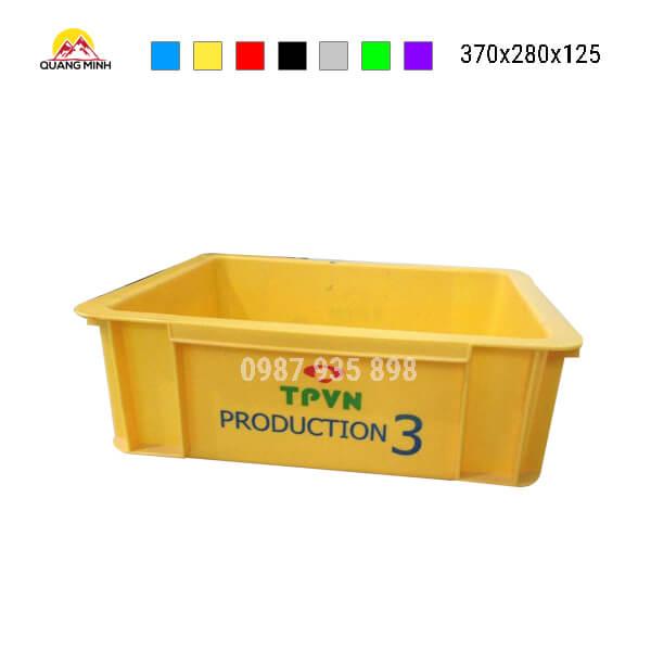 thung-nhua-dac-b7-song-bit-mau-vang(2)-370x280x125