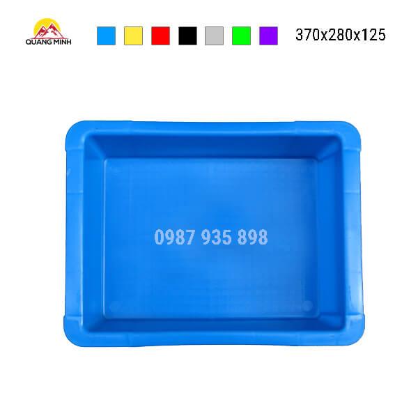 thung-nhua-dac-b7-song-bit-mau-xanh(3)-370x280x125