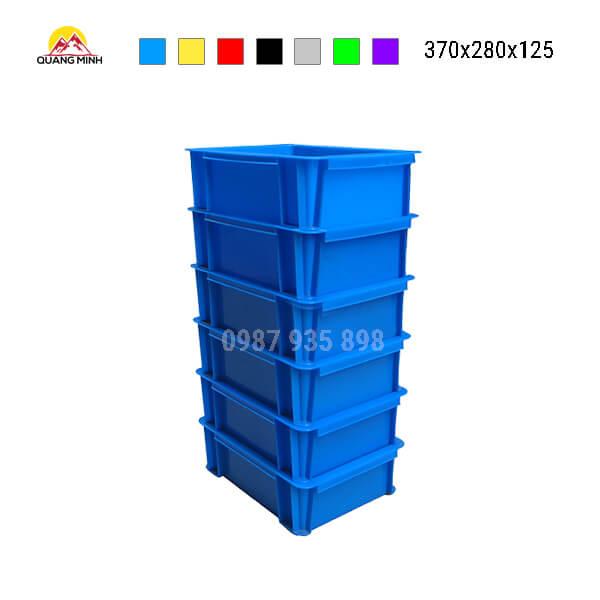 thung-nhua-dac-b7-song-bit-mau-xanh(4)-370x280x125