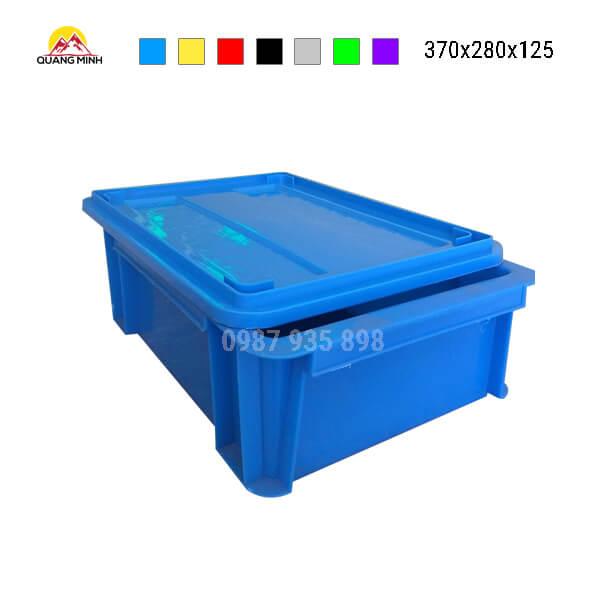thung-nhua-dac-b7-song-bit-mau-xanh(5)-370x280x125