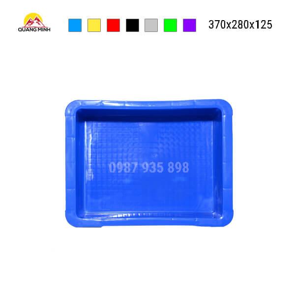 thung-nhua-dac-b7-song-bit-mau-xanh(6)-370x280x125