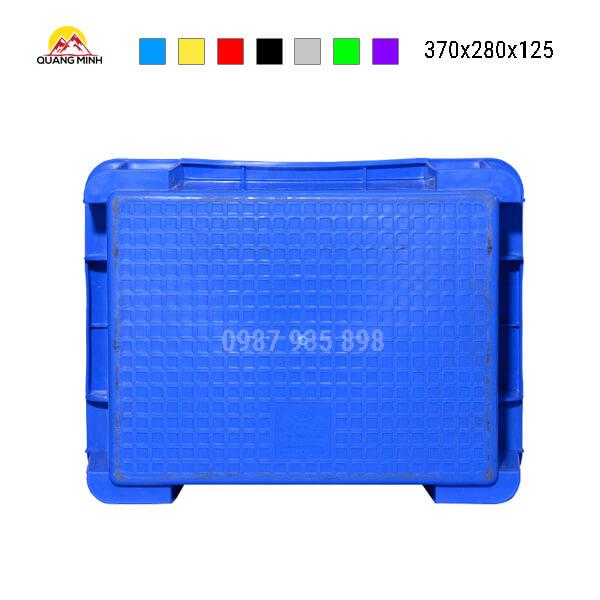 thung-nhua-dac-b7-song-bit-mau-xanh(8)-370x280x125