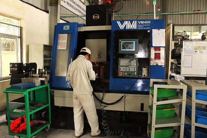 Máy phay CNC VM 40 II